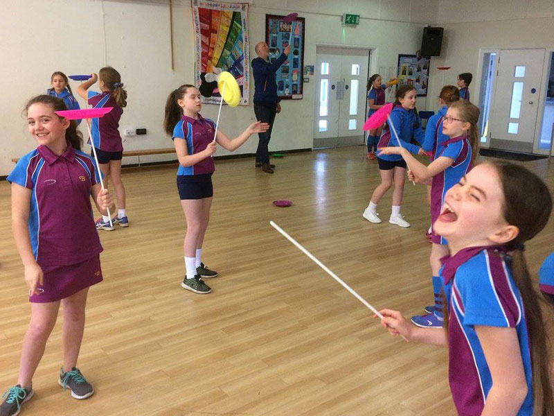 Plate-spinning-fun-at-primary-school-with-TK-Arts-web