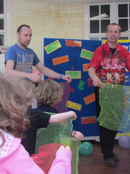 TK-Arts-scarf-juggling-at-circus-party-for-children