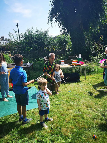 TK-Arts-teaches-flower-stick-at-circus-party-for-children