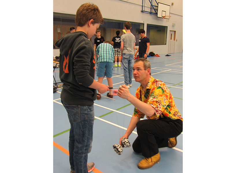 TK-Arts-teaches-how-to-start-a-diabolo-at-secondary-school-circus-day-web