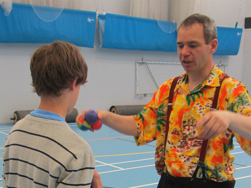Tom-TK-Arts-teaches-ball-juggling-at-secondary-school-circus-day-web